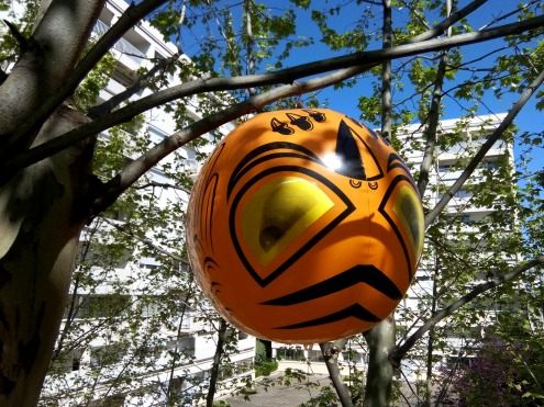 ballon effaroucheur d 39 oiseaux d 39 anton arbre. Black Bedroom Furniture Sets. Home Design Ideas